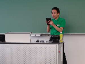 Ikuya Awashiro conducts his presentation via Impress Remote.