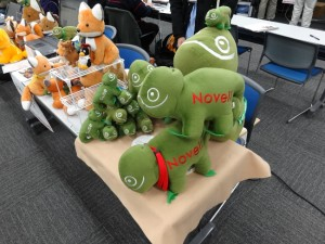 Bunch of Geeko's piled up at the openSUSE booth.